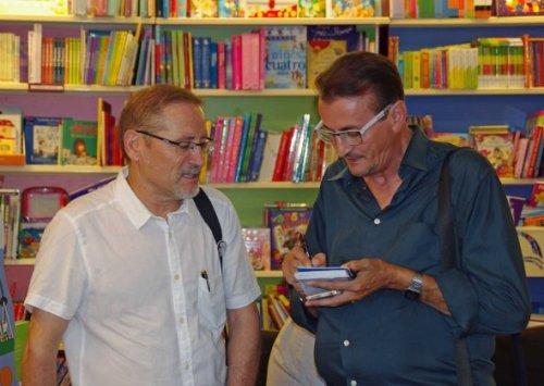 El autor entrevistado por el reportero de Objetivo Torrevieja