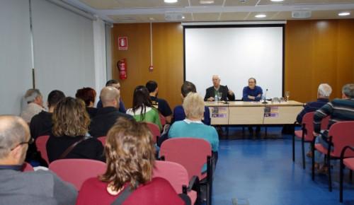 El público se implicó en el coloquio que siguió a la presentación